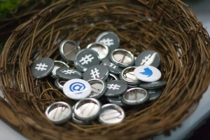 a-nest-of-twitter-buttons from GOOGLE